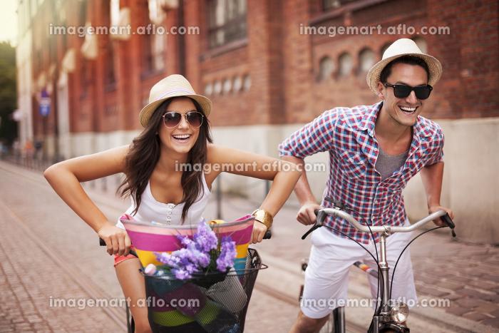 女性 幸せ 複数人の販売画像