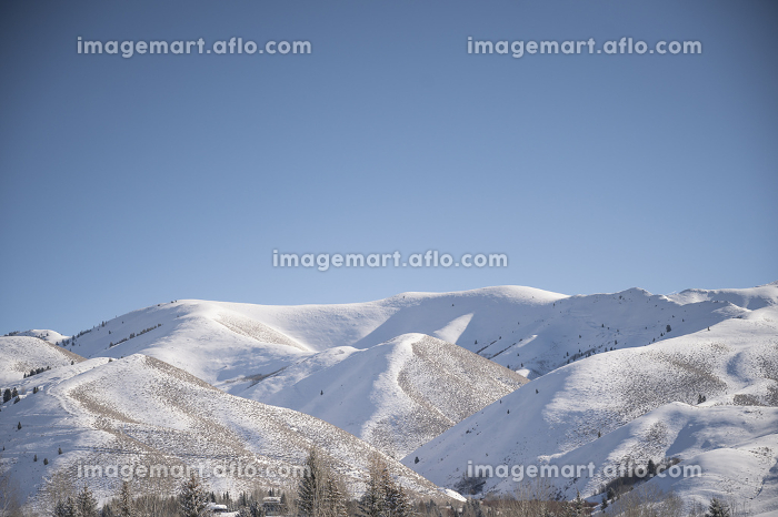 View of the Snowy Sawtooth Mountains on Sunny Day in Ketchum, IDの販売画像