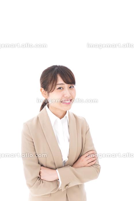 腕を組むビジネスウーマンの販売画像