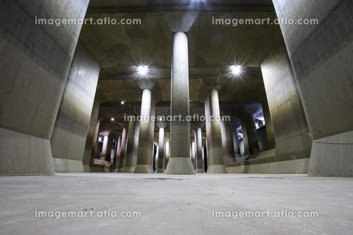 河川洪水防止ために造られた巨大な調圧水槽の販売画像