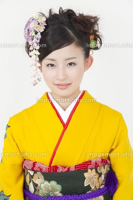 笑顔の振袖姿の女性の販売画像