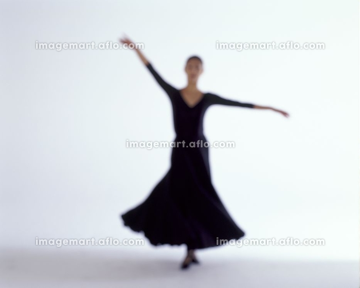 バレエを踊る女性の販売画像