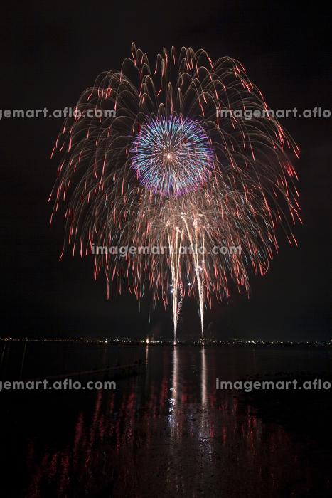 諏訪湖の花火大会。長野県諏訪市。の販売画像