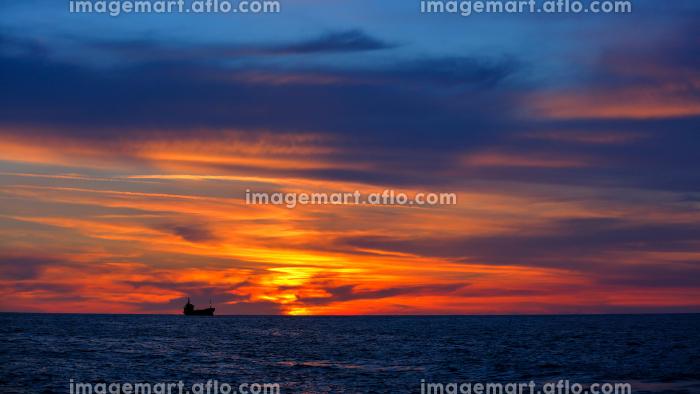 Beautiful sunset over seaの販売画像
