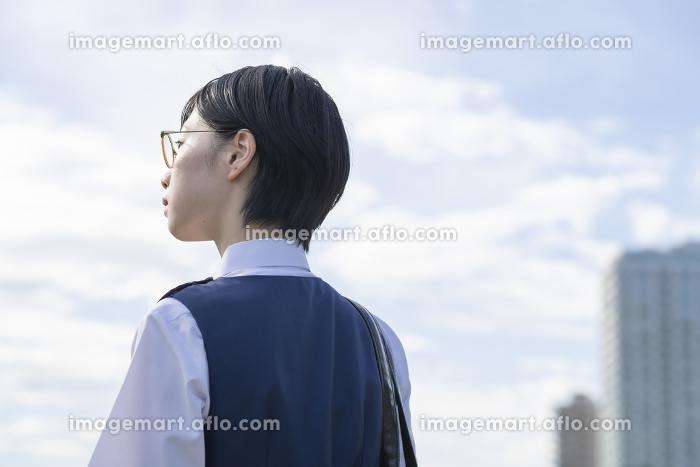 女子高生の後ろ姿の販売画像