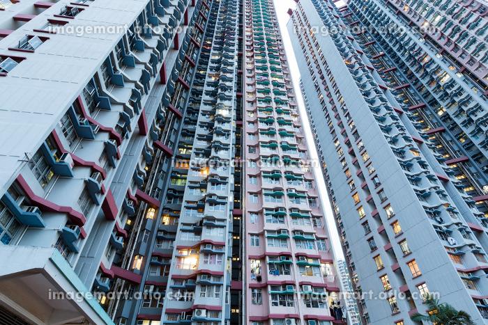 Skyscraper building at sunsetの販売画像