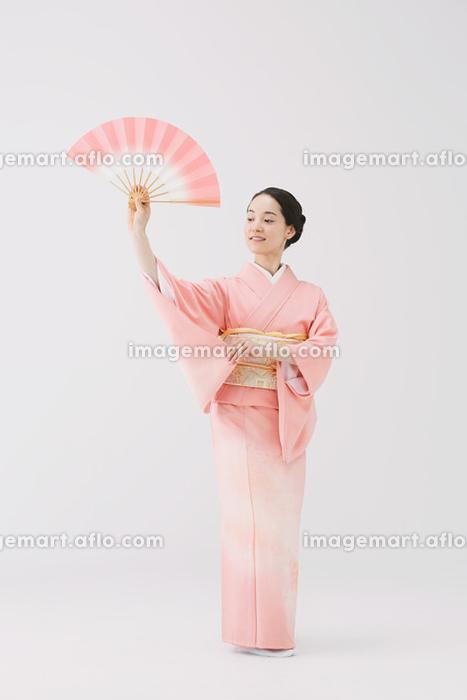 着物の女性の販売画像