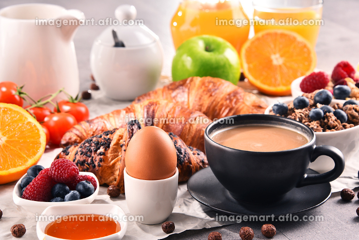 Breakfast served with coffee, juice, croissants and fruitsの販売画像