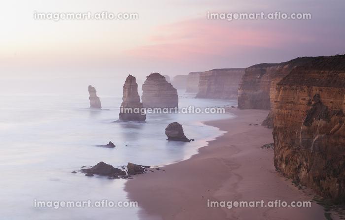 Twelve Apostles in Australia at sunsetの販売画像
