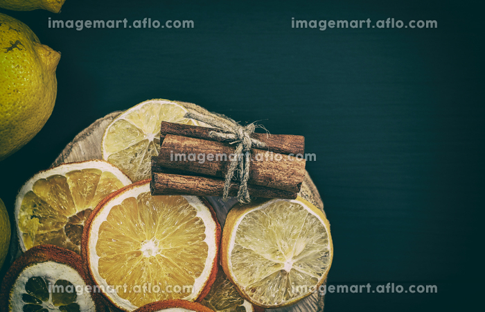 Citrus and cinnamon on the black wooden backgroundの販売画像