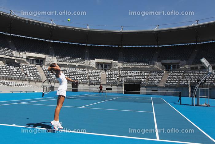 女子テニスのサーブの販売画像