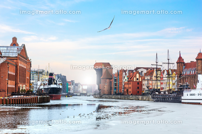 Zuraw Port Crane and other sights of Gdansk on the Motlawa riverside
