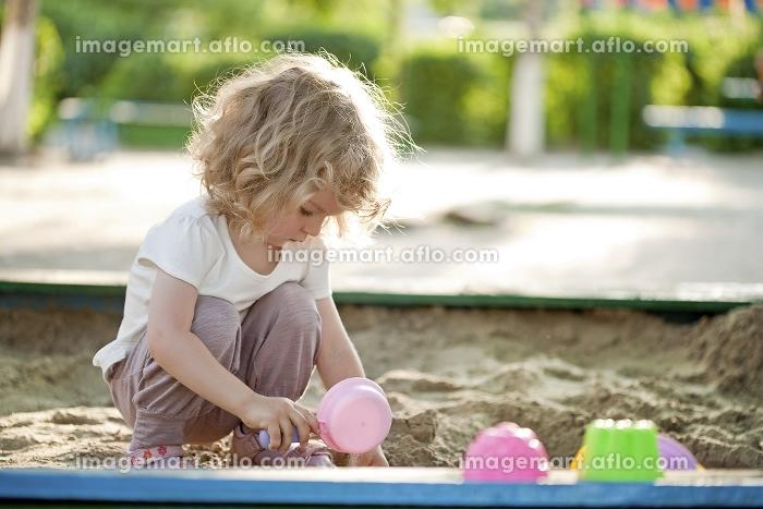 Child on playground in summer parkの販売画像