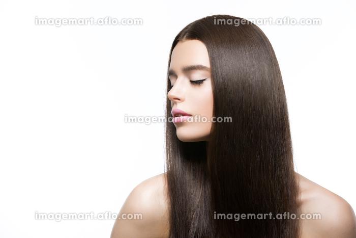 Beautiful girl with healthy shiny hairの販売画像