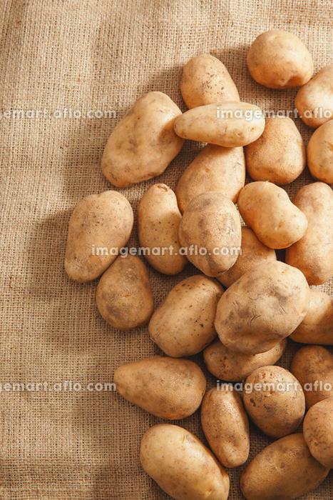 たくさんのジャガイモの販売画像