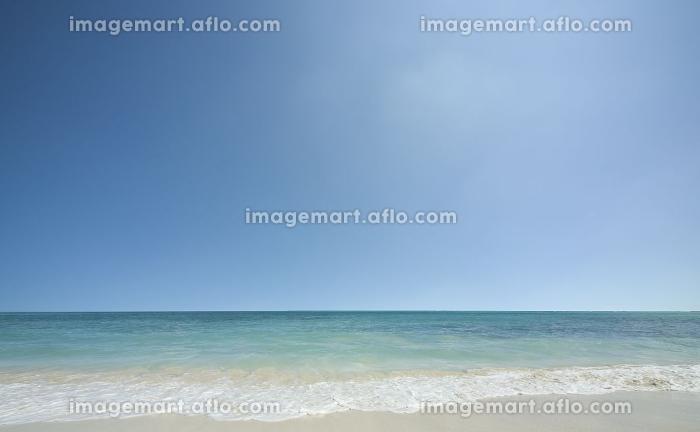 ビーチと波と雲の販売画像