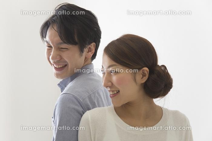新婚のカップルの販売画像