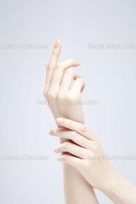 女性の手の販売画像