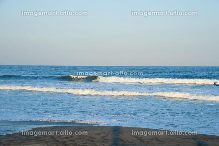九十九里浜でのサーフィン