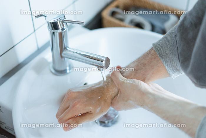 手洗いのイメージ写真・清潔や除菌のイメージの販売画像