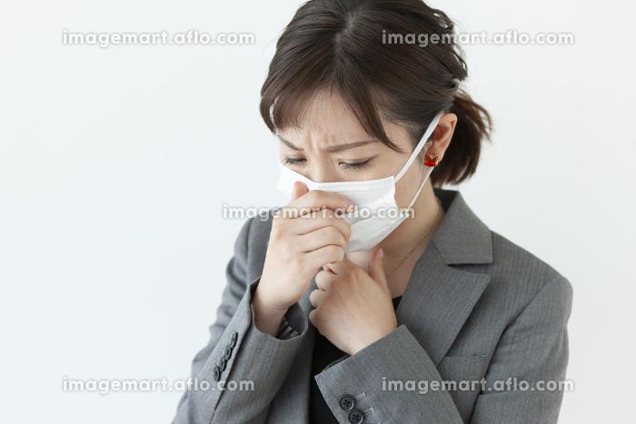 咳き込むビジネスウーマンの販売画像