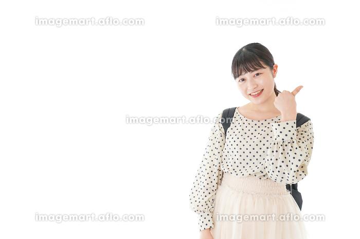 グッドサインをする笑顔の女子学生の販売画像