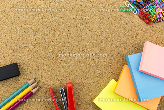 Stationary on cork boardの販売画像