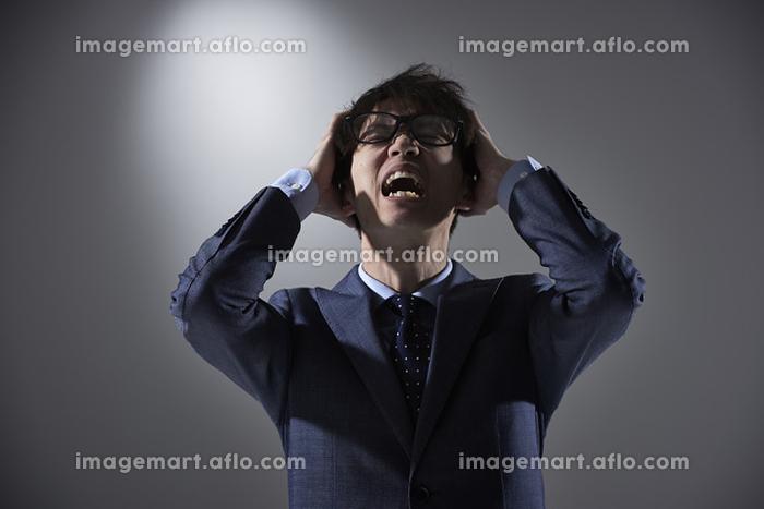 苦悩する日本人ビジネスマン