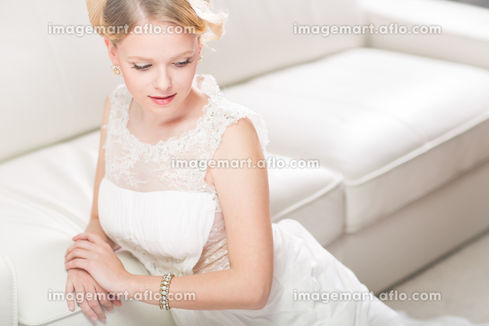 Gorgeous bride on her wedding day (color toned image  shallow DOF)の販売画像