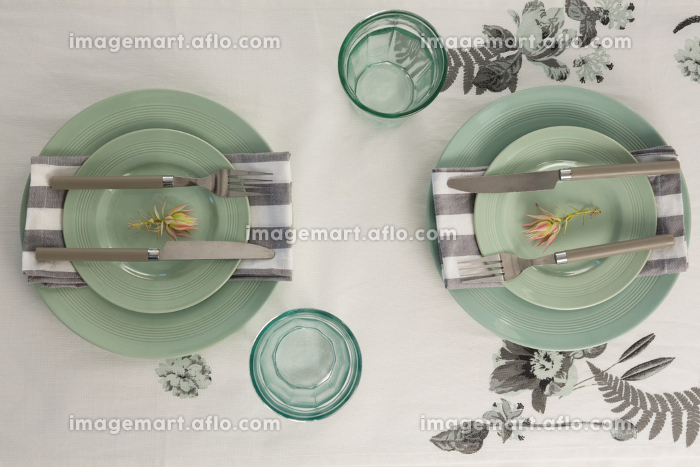 Overhead view of elegant table settingの販売画像