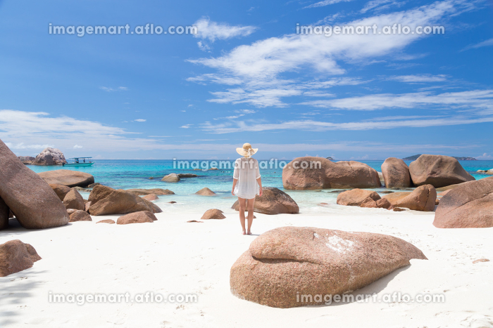 Woman enjoying Anse Lazio picture perfect beach on Praslin Island, Seychelles.の販売画像