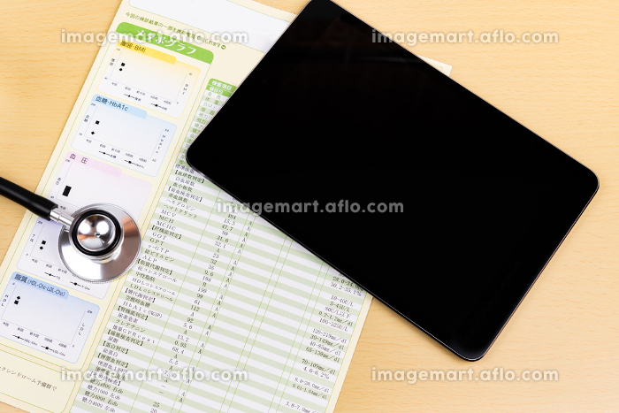 健康診断結果 タブレット 医療イメージの販売画像
