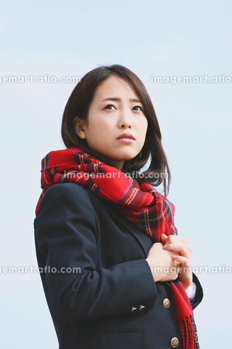 赤いマフラーの女子高生の販売画像