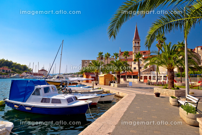 Town of Milna waterfront and marina viewの販売画像