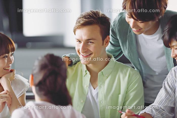 外国人大学生の販売画像