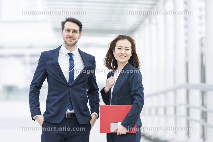 国際色豊かなビジネスチームの販売画像
