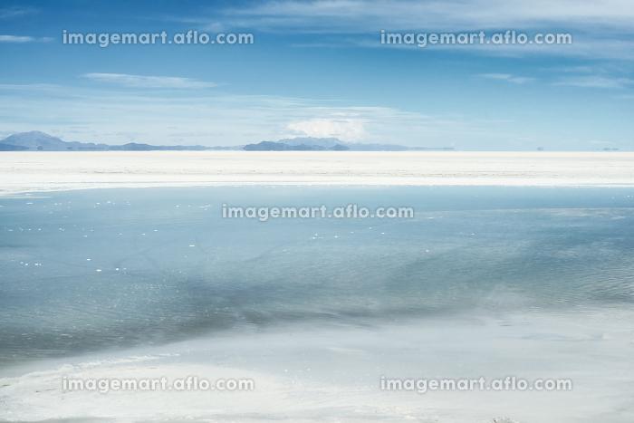 Salar de Uyuni, the larges salt flats in the world located near Potosi, Bolivia