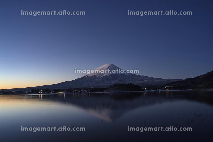 河口湖からの月夜の富士山の販売画像