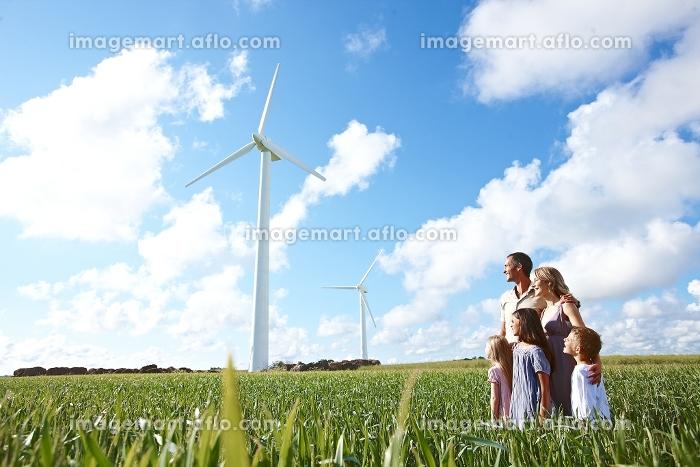 風力発電と外国人家族
