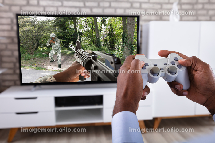 Man Playing Action Game On Televisionの販売画像