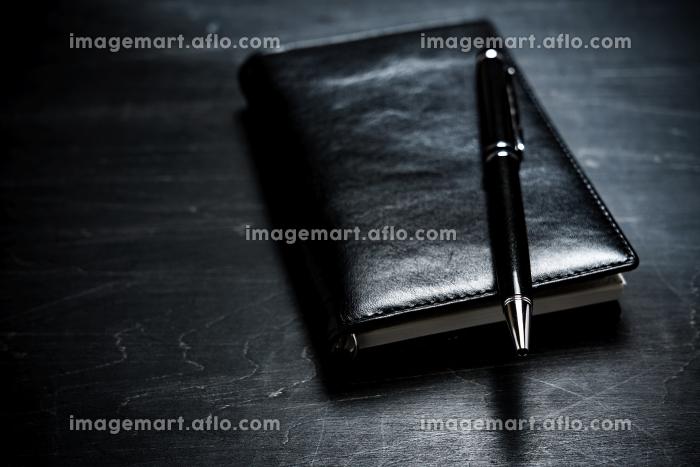 手帳とペンの販売画像