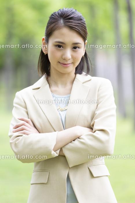 屋外のビジネス女性の販売画像