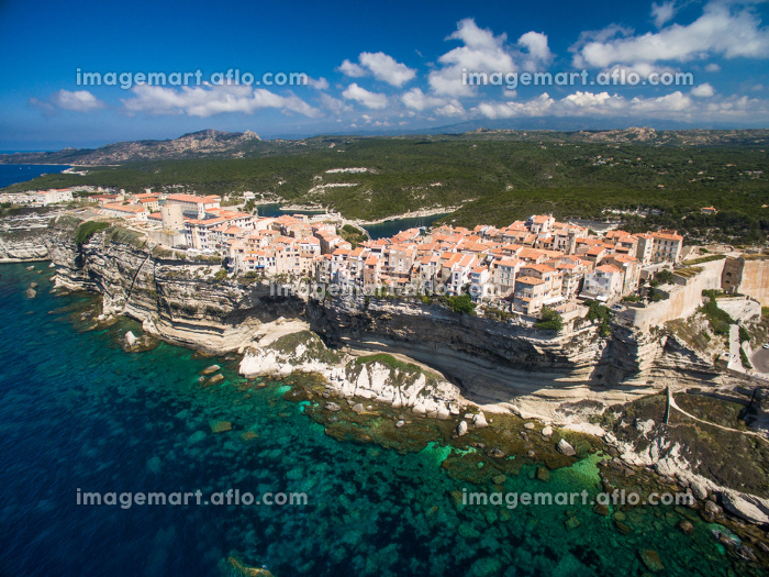 Aerial view the Old Town of Bonifacio, the limestone cliff, South Coast of Corsica Island, Franceの販売画像