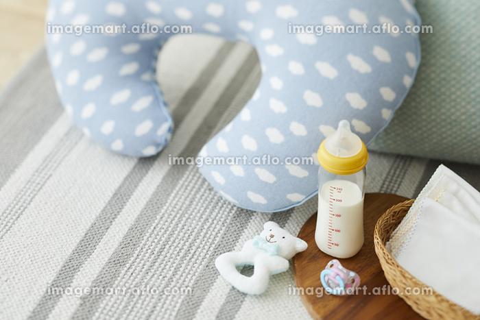 授乳クッションとミルクの販売画像