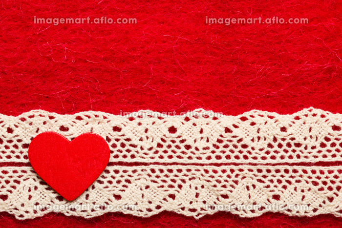 heart on red cloth backgroundの販売画像