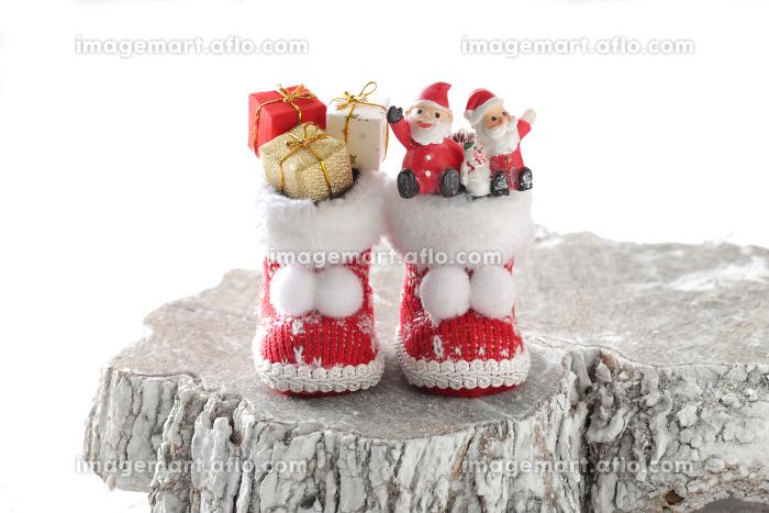 クリスマスブーツにいっぱいに積んだクリスマスプレゼントの販売画像