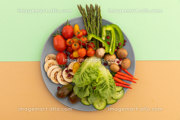 High angle view of freshly cut vegetables on grey plate. fresh vegetables vitamins healthy whole food copy space concept.の販売画像