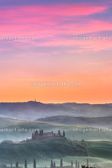 Tuscany at sunriseの販売画像