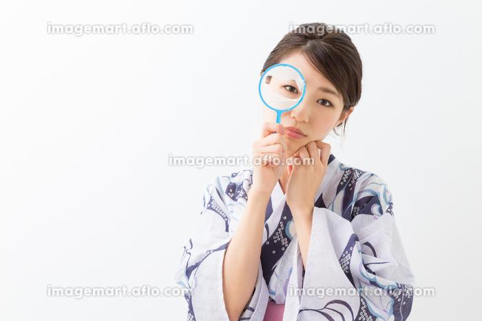 浴衣を着た女性 金魚すくい 失敗の販売画像