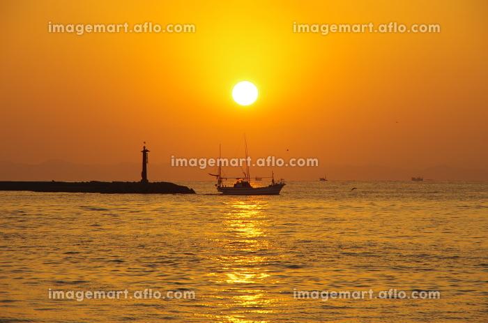 船と朝日と有明海の販売画像